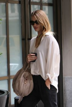 best service 902c0 9bfcb Rosie Huntington-Whiteley in a classic white blouse