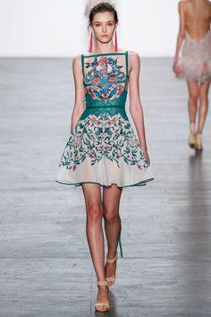 Tadashi Shoji Spring 2017 RTW Runway Collection New York Fashion Week Fashion Week, Fashion 2017, New York Fashion, Look Fashion, Runway Fashion, High Fashion, Fashion Show, Fashion Dresses, Fashion Design