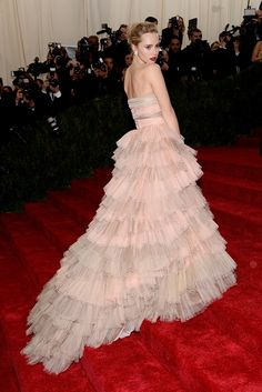 Vogue Daily — Suki Waterhouse in a Burberry dress and Anita Ko jewelry