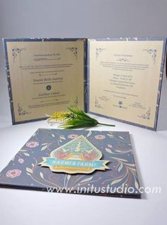 Clasic Hard Cover Pop Up Invitation > http://initustudio.com/undangan-pernikahan-unik-kreatif/