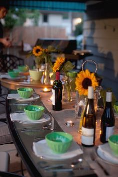 How gorgeous is this table? Looks like a fab party theme... Allie Brown take note.... here is the link to the blog post. http://www.elizabethannedesigns.com/living/2011/08/11/farm-to-table-dinner-party/