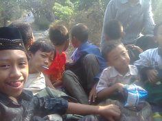 Perjalanan Silaturahmi Santri TPA Se-Kecamatan Sanden di Pendopo Jl.Samas... Sopir (Bp.Giyono), Pendamping (Dian, Bahron, Tami, Novi)