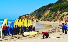 E quem resiste à tanta fofura? No meio da estrada  próximo a Bells Beach encontramos estas crianças fazendo aula de surf. A região é conhecida por manter importantes áreas de surf.  @anezanoni  #travelterapia #viagem #trip #instatravel #viajar  #instatravelling #mochilão #mochilao #amoviajar #liveabroad #lol #waycontent #myinstatravel #liveabroad #lonelyplanet #worldplaces #wanderlust #luxwt #luxuxyworldtravel #viagemestadao #desafioVT #ontheroad #seeaustralia  #greatoceanroad #bellsbeach…
