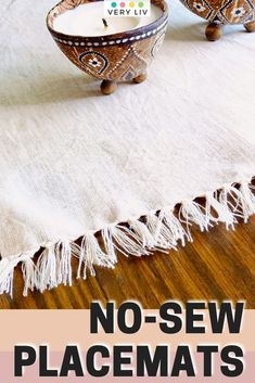 Update your summer table decor with this no-sew project: make your own natural linen placemats in 4 simple steps! Find more DIY ideas on Very Liv!