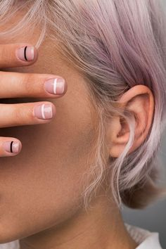 5 tips for using clean, non-toxic nail polish Going all-natural? Here are 5 things you need to know before your next manicure Source by ronitk The post 5 tips for using clean, non-toxic nail polish appeared first on Do It Yourself Diyjewel. Minimalist Nails, Minimalist Style, Minimalist Makeup, Minimalist Beauty, Minimalist Wedding, Ongles Plus Forts, Cute Nails, Pretty Nails, Hair And Nails