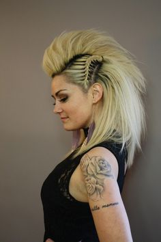 Faux hawk frisur fr lange haare eine anleitung und 50 coole styling ideen diy faux hawk and mohawk hairstyles hairstyles mohawk new viking braidsbe braidsbe diy faux hairstyles hawk mohawk viking braidedmowhawk Faux Hawk Hairstyles, Braided Hairstyles, Cool Hairstyles, Halloween Hairstyles, Hairstyle Ideas, Funky Hairstyles For Long Hair, Elegant Hairstyles, Party Hairstyles, Hair A