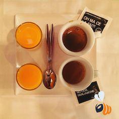 Tra un sito web e l'altro un buon caffé per noi! OH MA CE LA FAI?! NO CIOÈ PARLIAMONE! Con #meloncello! @milaneseimbruttito #coffee #caffè #coffeebreak #break #morning #getdrunk #work #agencylife #team #web #website #happy #marketing #branding #logo #design #picoftheday #bestoftheday #photooftheday #follow #milan #milano #womboit