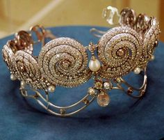 Diamond and Pearl Tiara that belonged to the First Wife of King Fuad I of Egypt