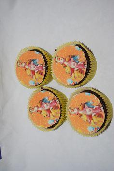 Cupcakes. Lages etter personlig ønske.  Ta kontakt på post@bellakaker.no for mer informasjon.