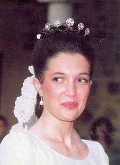 Princesa Maria  hija de los duques de Calabria es la única de las princesas en contraer matrimonio con persona de sangre real el archiduque Simeón de Habsburgo. Llevó la misma tiara que su hermana Cristina y como todas las hermanas el velo de novia de su madre. Tambien se casó en la finca La Toledana