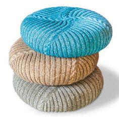 Gestrickte Hüllen für Bodenkissen Shops, Hand Crochet, Crochet Pouf, Outdoor Furniture, Outdoor Decor, Tricks, Bean Bag Chair, Ottoman, Patrones