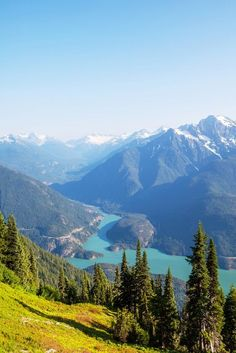 Scenic view of Diablo Lake and mountains, North Cascades National Park, Washington, USA Beautiful Places To Visit, Oh The Places You'll Go, Cool Places To Visit, Places To Travel, Amazing Places, Diablo Lake, Evergreen State, Pacific Northwest, Belle Photo