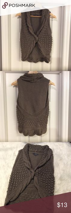 🎈SALE🎈Forever 21 Cable Knit Vest So cute! Perfect for winter! perfect to throw over any top. Forever 21 Jackets & Coats Vests