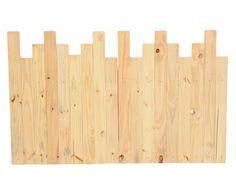 Cabeceira feita de ripas de madeira