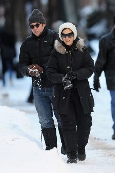 Celebs play in the snow