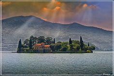 Lago d'Iseo, Peschiera Maraglio - Isola di San Paolo (Lake Iseo, Peschiera Maraglio - Island of St. Paul)