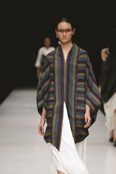 Eksplorasi Lurik Kontemporer Lulu Lutfi Labibi | Fashion