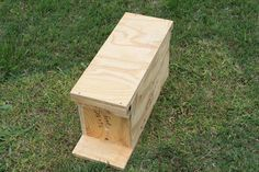 Beekeepers who need to start splitting hives to prevent them from swarming will want to know how to make their own nuc (nucleus colony) box. Bee Nuc, Bee Equipment, Bee Hives Boxes, Honey Bee Hives, Honey Bees, Bee Hive Plans, Beekeeping For Beginners, Beekeeping Equipment, Bee Swarm