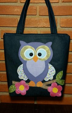 bolsa jeans coruja Patchwork Quilting, Patchwork Bags, Owl Bags, Bag Pattern Free, Jeans Rock, Denim Bag, Fabric Bags, Kids Bags, Cute Bags