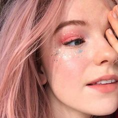 The most eye-catching hair color today is rose blonde, of head-turning rate.Pink mixed with light red, makes you cute and sexy, too perfect. Kawaii Makeup, Pink Makeup, Cute Makeup, Girls Makeup, Pretty Makeup, Makeup Art, Makeup Tips, Beauty Makeup, Hair Makeup