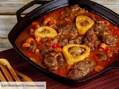 Découvrez la délicieuse recette de l'osso-bucco de Cyril Lignac. Une recette facile à préparer pour un repas en famille réussi ! Chimichurri, Carne, Barbecue, Pesto, Cooking Recipes, Healthy Recipes, Pot Roast, Paella, Crockpot