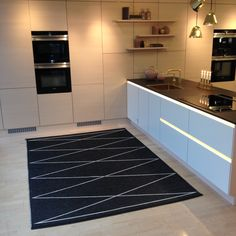 MAX rug in black/vanilla, Pappelina, with HTH kitchen