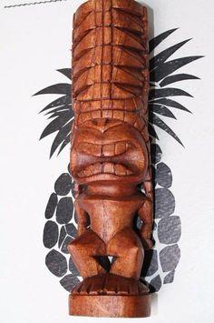 Tiki en bois précieux d'Océanie