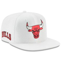 Men's Chicago Bulls New Era White 2017 Official On-Court Collection 9FIFTY Snapback Hat