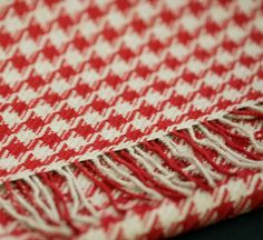 Classic design with red and beige checkered, easy to combine with clothes in full color.  Made of 100% Baby Alpaca.
