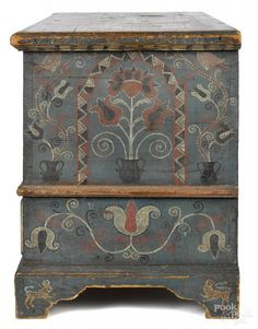 Pennsylvania painted pine dower chest - Price Estimate: $80000 - $120000