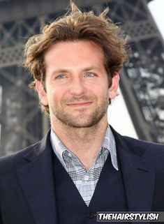 Bradley Cooper Photos - Photocall for 'A-Team' on the Champ-De-Mars. - Photocall for 'A-Team' Bradley Cooper Haircut, Brad Cooper, Hollywood Actor, Hollywood Stars, Cool Hairstyles For Men, Men's Hairstyles, Celebrity Haircuts, Big Forehead, Fine Men