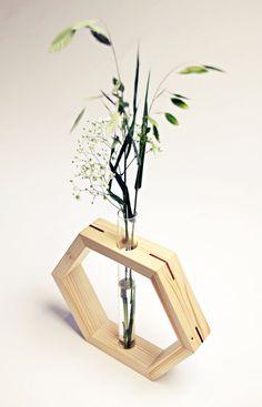 Vase en hexagone  Incrustations de Sapele  Vase en bois