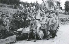 German Gebirgsjäger (mountain troopers) posing with a knocked-out light enemy tank. Bad Picture, French Army, American War, History Photos, Narvik, World War Two, Troops, Ww2, Germany