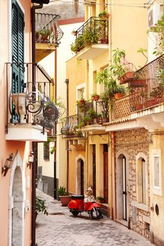 A typical backstreet in the town of Taormina in Sicily, long a popular winter hideaway for artists, celebrities and royalty // photo by Matt Munro #taormina #sicily #italy