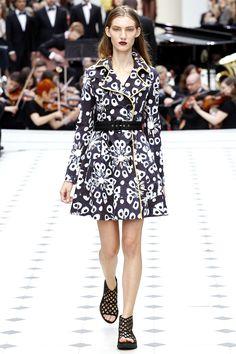 Burberry Prorsum Spring 2016 Ready-to-Wear Fashion Show - Victoria Kosenkova