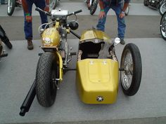 Amazing 3 Wheelers - #searchlocated - Gold Yamaha Virago custom with sidecar