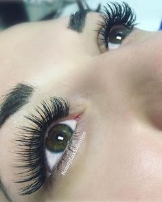 Why do your clients like wearing Bella? @beautyluxsalonspa says that their clients love the natural feel of our lashes! This is a classic set of C-curl .20's in 10-14mm  #bellalash #eyelashextensions