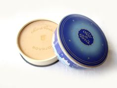 French vintage powder box for the face ' by LeGrenierDeFrancine