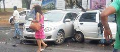 Engavetamento com cinco veículos deixa três feridos na entrada do Parque da Cidade - http://noticiasembrasilia.com.br/noticias-distrito-federal-cidade-brasilia/2015/09/28/engavetamento-com-cinco-veiculos-deixa-tres-feridos-na-entrada-do-parque-da-cidade/