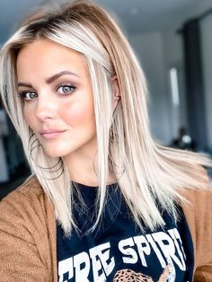 May 2020 - Medium hair styles - Blonde medium length hairstyle. Pretty Hairstyles, Bob Hairstyles, Medium Length Hairstyles, Hairstyle Ideas, Medium Hair Styles, Curly Hair Styles, Hair Medium, Blond Medium Length Hair, Balayage Hair Blonde Medium