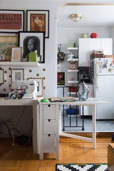 New York Studio Apartment Tour: A Small, Colorful Home Studio Apartments, New York Studio Apartment, Studio Apartment Floor Plans, New York Apartments, Studio Apartment Decorating, Studio Apt, Tiny Apartments, Apartment Layout, Apartment Interior
