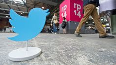 Twitter buttons get a new look and lose the share counts - http://www.baindaily.com/twitter-buttons-get-a-new-look-and-lose-the-share-counts/