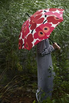 Marimekko Unikko pattern in this red umbrella will make the gloomy days more bright!