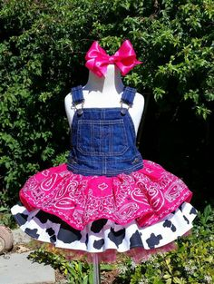 The perfect dress for your lil cowgirl! Overall bodice with a bandana, cow print and tutu skirt. Handmade to order. *Please note Más Cowgirl Dresses, Cowgirl Outfits, Cowgirl Clothing, Cowgirl Fashion, Cowgirl Costume, Cowgirl Party, Baby Girl First Birthday, My Baby Girl, 2nd Birthday
