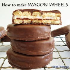How to make homemade Wagon Wheels Wagon Wheels recipe, learn how to make this iconic Australian biscuit from scratch: www. Australian Desserts, Australian Food, Australian Bakery, Australian Cookies, Australian Recipes, Baking Recipes, Cookie Recipes, Dessert Recipes, Baking Desserts