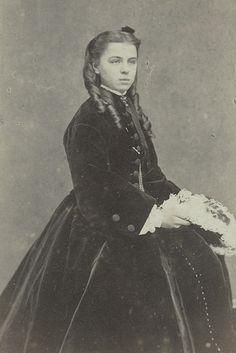 Princess Therese Petrovna of Oldenburg – She was was the youngest daughter of Duke Peter Georgievich of Oldenburg and his wife Princess Therese of Nassau-Weilburg. She was the first wife of George Maximilianovich, Duke of Leuchtenberg Adele, 19th Century Fashion, Oldenburg, Imperial Russia, Antique Photos, American Civil War, Pattern Fashion, Vintage Outfits, Vintage Clothing