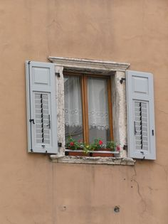 Window, Trento. One of the few windows in Italy that do not have green shutters.