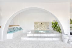 Spa con rebosadero perimetral en showroom de Gunitec Pool Spa . #piscinas #pools #outdoor #outdoorliving #design #diseño #exterior #spa #wellness #arquitectura #showroom