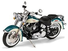 Harley Davidson Softail DeLuxe (2009) Diecast Model Motorcycle