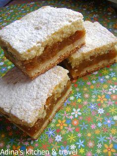 Adina's kitchen & travel: Prajitura cu mere sau dovleac in doua foi Zucchini Quiche Recipes, Cake Recipes, Dessert Recipes, Romanian Food, Confectionery, Vanilla Cake, Deserts, Food And Drink, Cooking Recipes